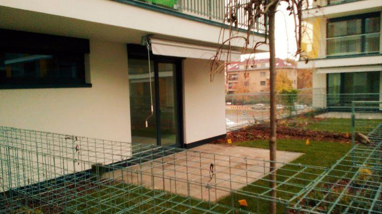 Pronájem 1+1 se zahradou 35 m2, od majitele, Praha 10