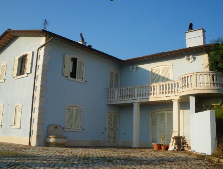 V Itálii, v Gubbio, panství u jezera.