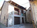 V Itálii, v blízkosti Lake Mergozzo starý bytového komplexu. 3