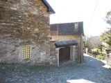 V Itálii, v blízkosti Lake Mergozzo starý bytového komplexu. 1