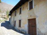 V Itálii, v blízkosti Lake Mergozzo starý bytového komplexu. 4
