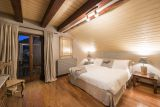 Hotel ve Švýcarsku poblíž jezera Maggiore a pohoří Gottard. 10
