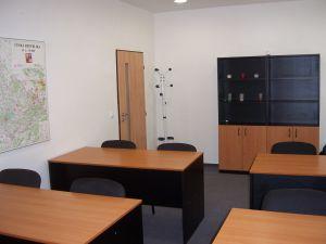 Učebna, školící, jednací nebo konferenční místnost k pronájmu. 2