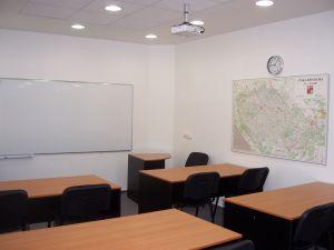 Učebna, školící, jednací nebo konferenční místnost k pronájmu. 1