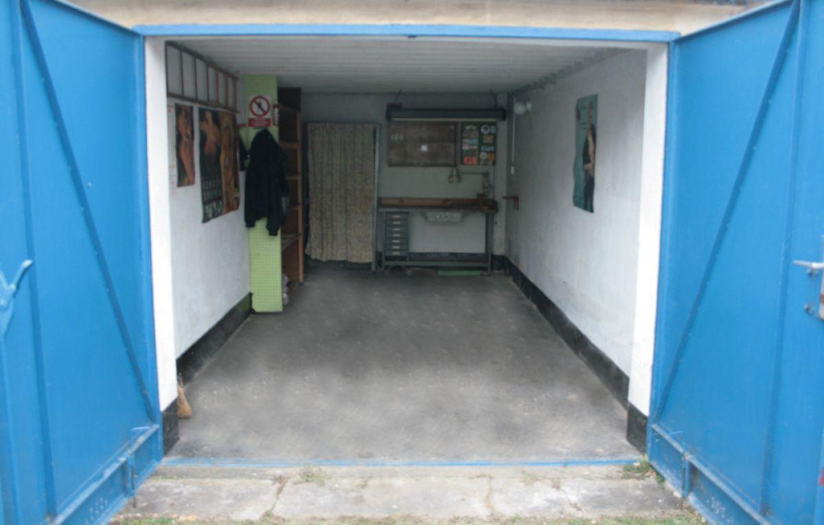 Pronajmu garáž v Čelákovicích, Praha východ