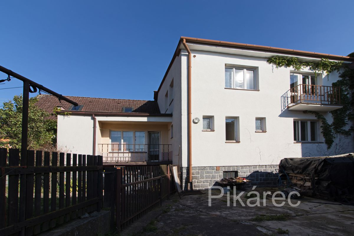 Prodej rodinného domu 280 m², pozemek 810 m²