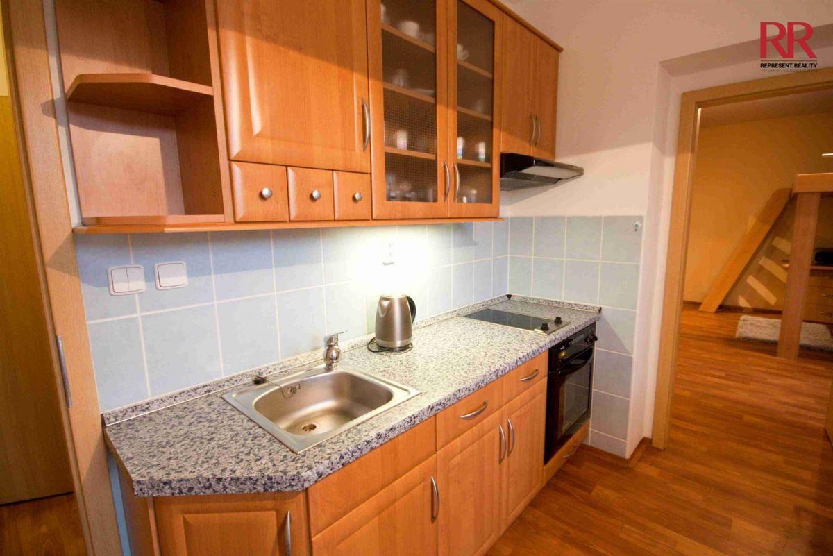Prodej bytu 2+kk Plzeň Slovany v Radyňské ulici, novostavba stáří 14 let, investice na pronájem
