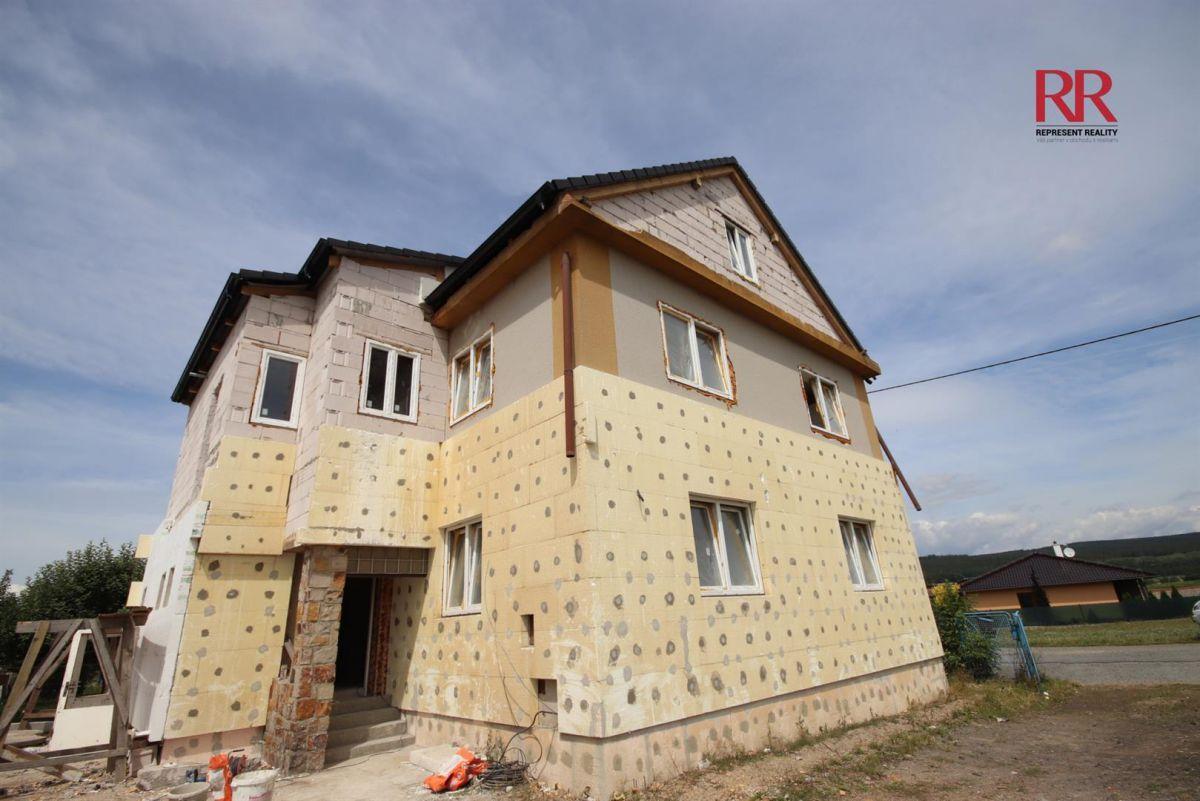 Prodej mezonetového bytu 4+1 a parkovacím stáním ve Volduchách u Plzně