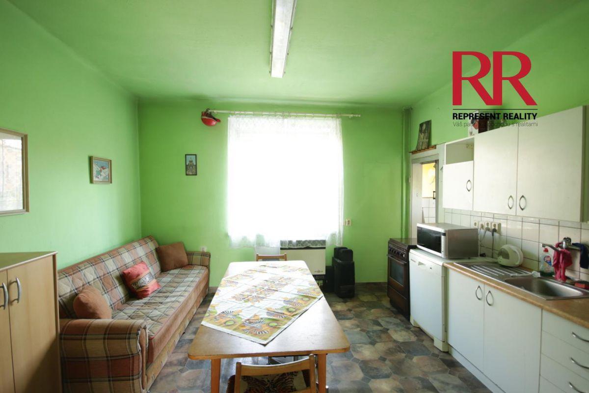 Pronájem bytu 3+1 v Plzni na Slovanech v rodinném domě, možno i pro 3 studentky