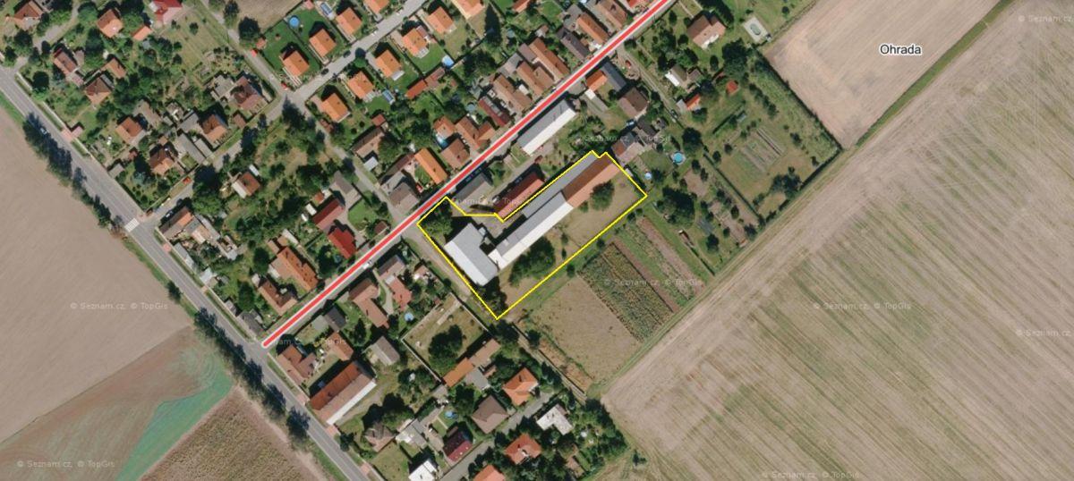 Komerční objekt  s pozemkem 4475m2, 2 km od Kolína a  300m od silnice I.tř. č 38