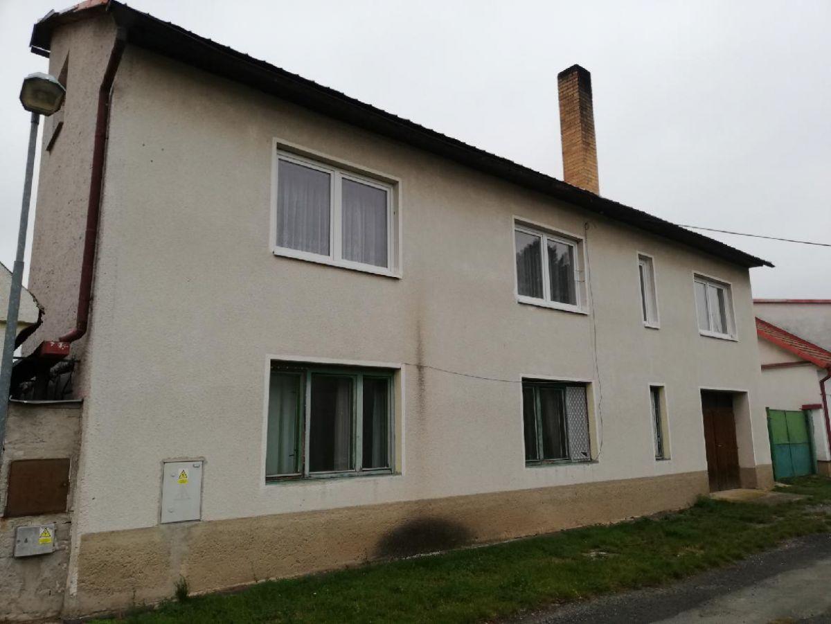 Dvougenerační dům s pozemkem 2913m2, Chotusice u Čáslavi