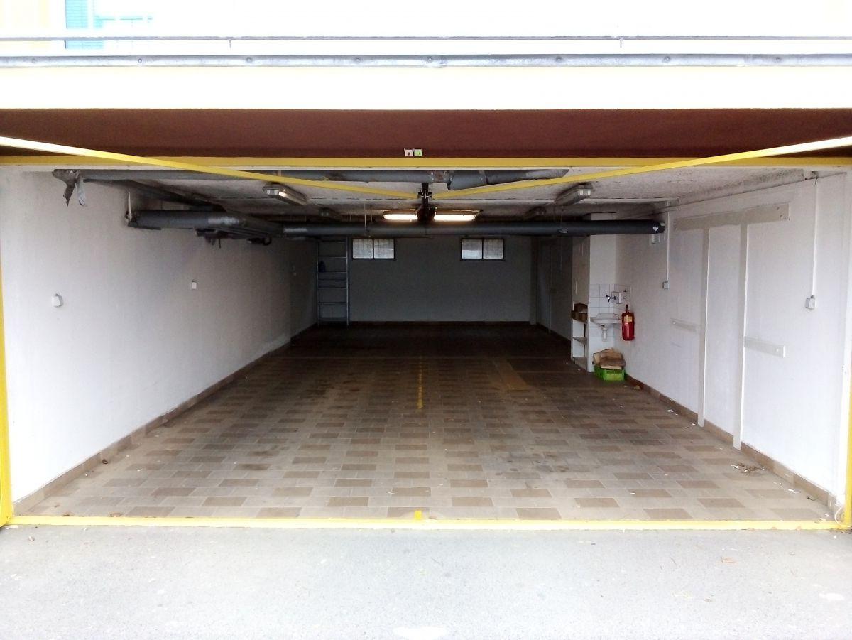 Dlouhodobý pronájem vícemístné garáže na Praze 9