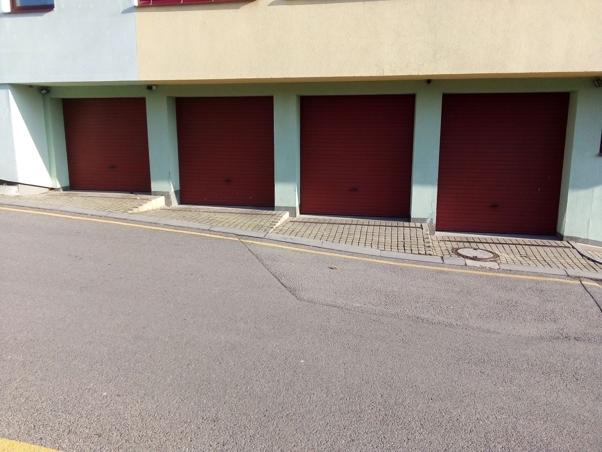 Dlouhodobý pronájem garáží na Praze 9