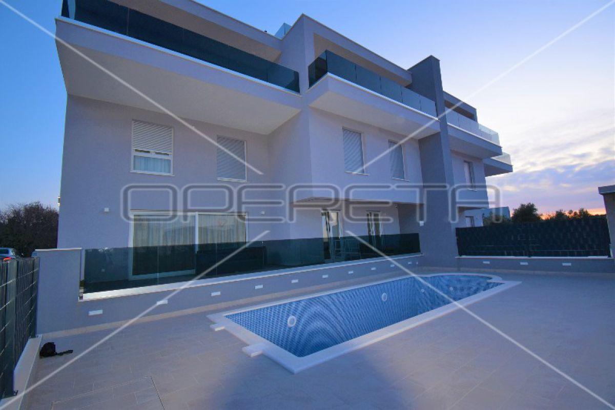 Luxury duplex apartment in a villa with pool, Ciovo, Okrug Gornji, 128m2