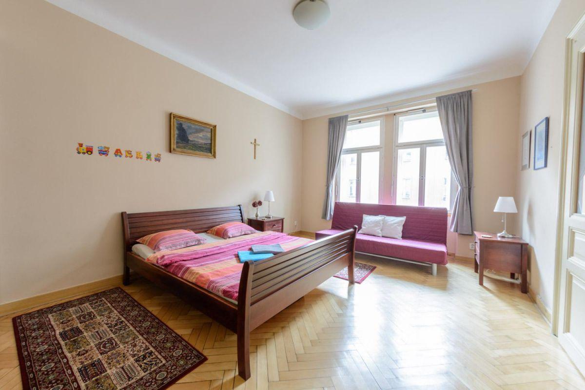 Kompletně zařízený, krásný , slunný byt k pronájmu na Praze 2