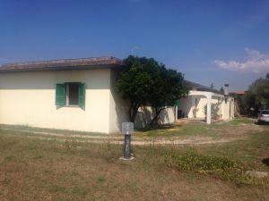 nemovitosti na prodej, skládající se z domu s průmyslovými budovami 10