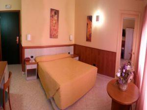 V Itálii na předměstí Říma je moderní hotel. 13