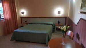V Itálii na předměstí Říma je moderní hotel. 12