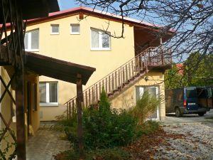 RD Radava nedaleko termálních koupelí Podhájská. 2