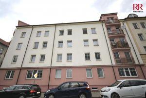 Prodej bytu 2+kk Plzeň Slovany v Radyňské ulici, novostavba stáří 14 let, investice na pronájem 12