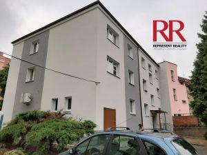 Prodej bytu 2+1 54 m2 v cihlovém domě v Plzni Skvrňany 11