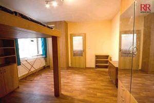 Prodej bytu 2+kk Plzeň Slovany v Radyňské ulici, novostavba stáří 14 let, investice na pronájem 8