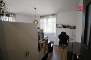 Pronájem rekonstruovaného bytu v Plzni Křimicích 4+kk  8