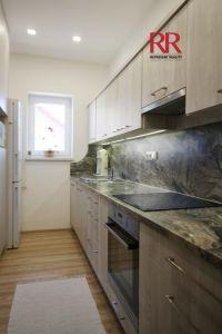 Pronájem rekonstruovaného bytu v Plzni Křimicích 4+kk  3