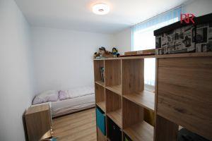 Pronájem rekonstruovaného bytu v Plzni Křimicích 4+kk  11