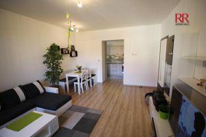 Pronájem rekonstruovaného bytu v Plzni Křimicích 4+kk  5