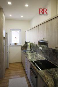 Pronájem rekonstruovaného bytu v Plzni Křimicích 4+kk  10