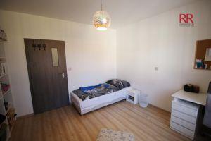 Pronájem rekonstruovaného bytu v Plzni Křimicích 4+kk  7