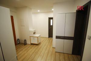 Pronájem rekonstruovaného bytu v Plzni Křimicích 4+kk  18