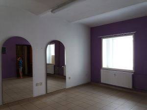 Pronájem obchodních prostor u náměstí 35 m² 2