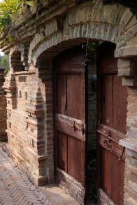 Nedaleko Milána nedaleko Cremony, staré jedinečné vily. 13