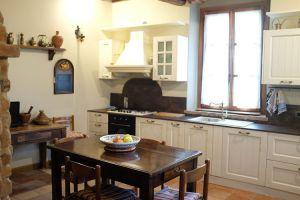 Nedaleko Milána nedaleko Cremony, staré jedinečné vily. 11