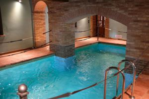 Nedaleko Milána nedaleko Cremony, staré jedinečné vily. 9