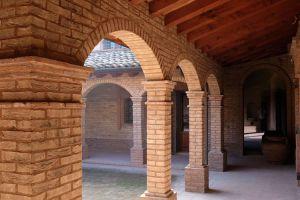 Nedaleko Milána nedaleko Cremony, staré jedinečné vily. 4