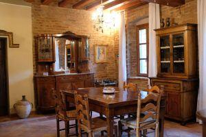 Nedaleko Milána nedaleko Cremony, staré jedinečné vily. 6