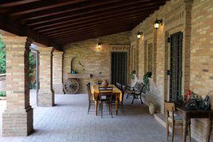 Nedaleko Milána nedaleko Cremony, staré jedinečné vily. 2