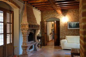 Nedaleko Milána nedaleko Cremony, staré jedinečné vily. 5