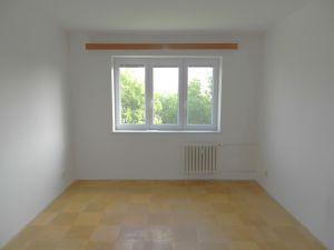 Prodám byt 2+1 s lodžií, 56 m2 v Ostravě – Porubě na ul. K. Pokorného v osobním vlastnictví. 6