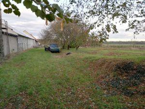 Komerční objekt  s pozemkem 4475m2, 2 km od Kolína a  300m od silnice I.tř. č 38 17