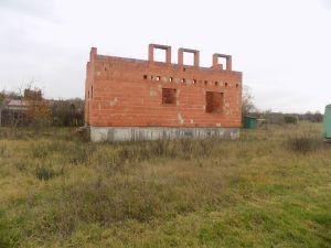 Prodej pozemku s rozestavěným RD Tišice ( Kozly ) okr. Mělník 1