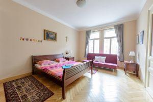 Kompletně zařízený, krásný , slunný byt k pronájmu na Praze 2 1