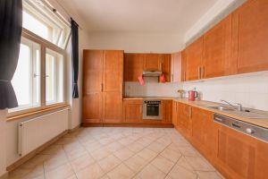 Kompletně zařízený, krásný , slunný byt k pronájmu na Praze 2 8