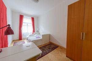 Kompletně zařízený, krásný , slunný byt k pronájmu na Praze 2 3