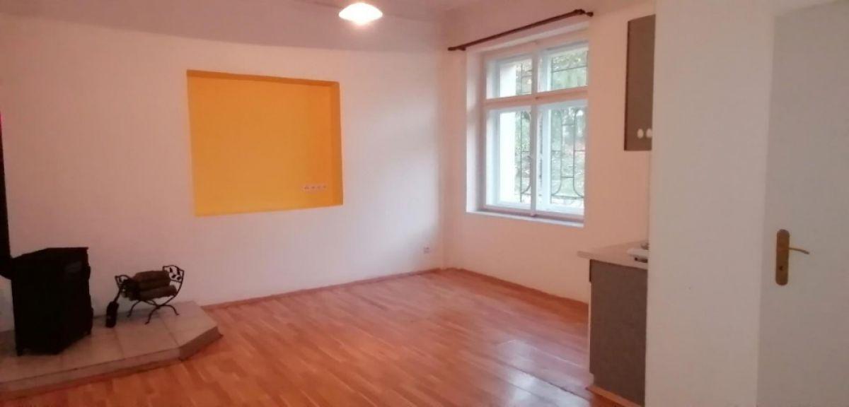 Pronájem bytu 1kk, 27 m²  Domousnice (MB)