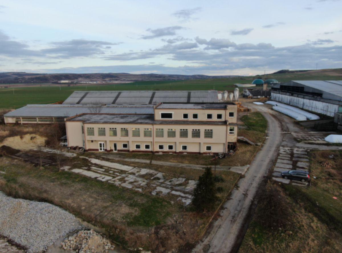 Budova 1 500 m² s pozemkem 2700m2