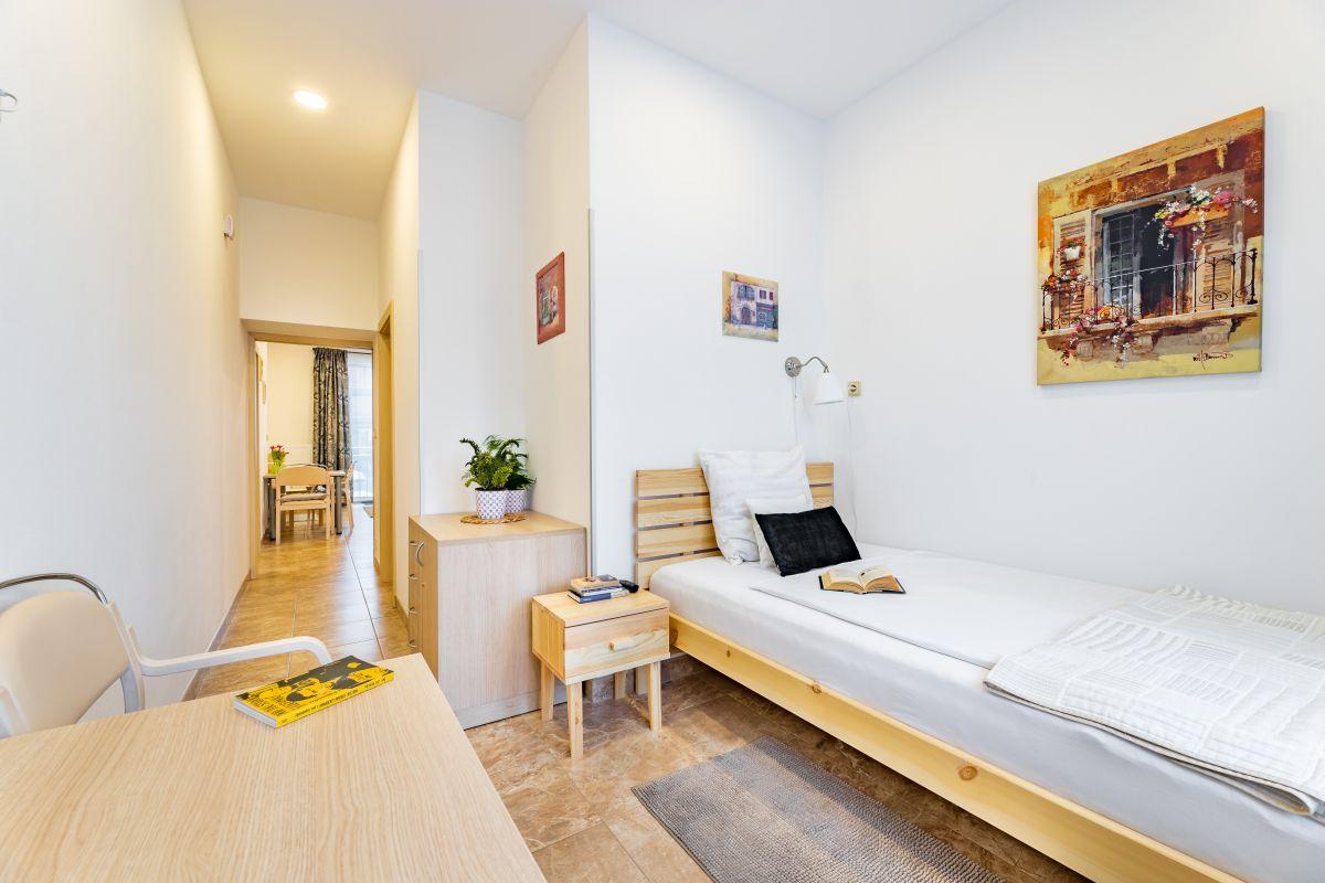 Pronájem bytu 2+kk, 40m2, Praha 8